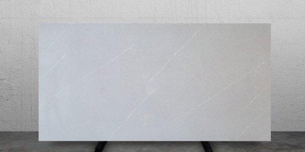 QM9719 Pietra Grey Light